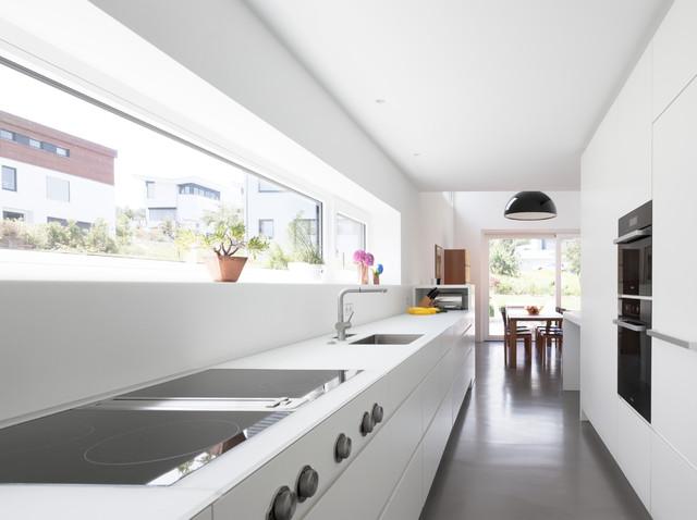 Haus R - Modern - Küche - Stuttgart - von Bottega + Ehrhardt - schmale fenster kuechen gestaltung