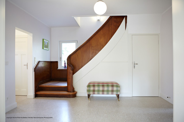 Sanierung Landhaus 30er Jahre - Modern - Treppen - Düsseldorf - badezimmer 30er jahre