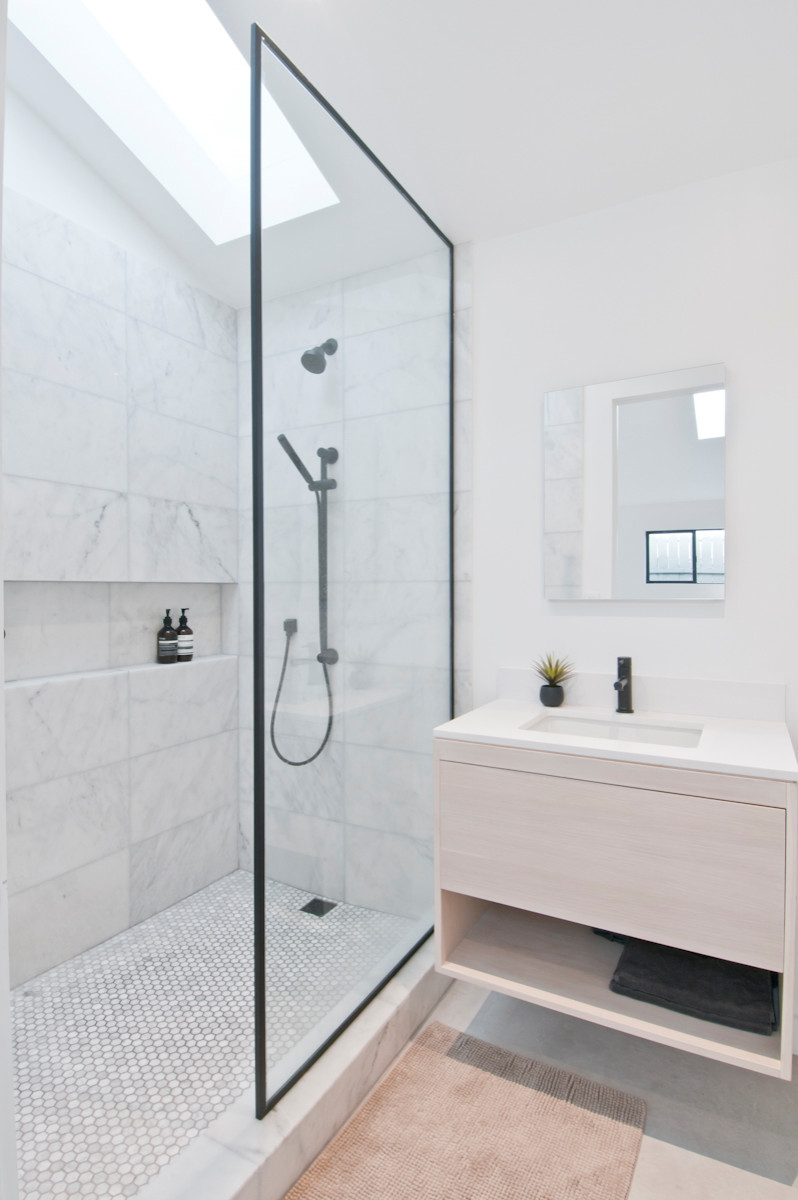 White Modern Bathroom Ideas Photo Gallery Image Of Bathroom And Closet