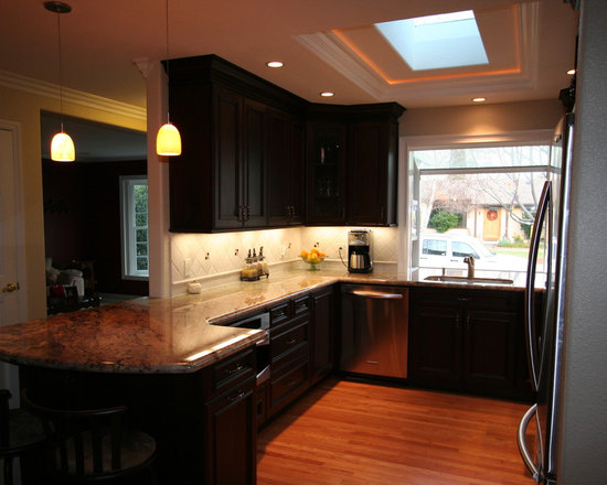mid sized galley peninsula home design ideas pictures remodel small traditional galley eat kitchen design photos medium