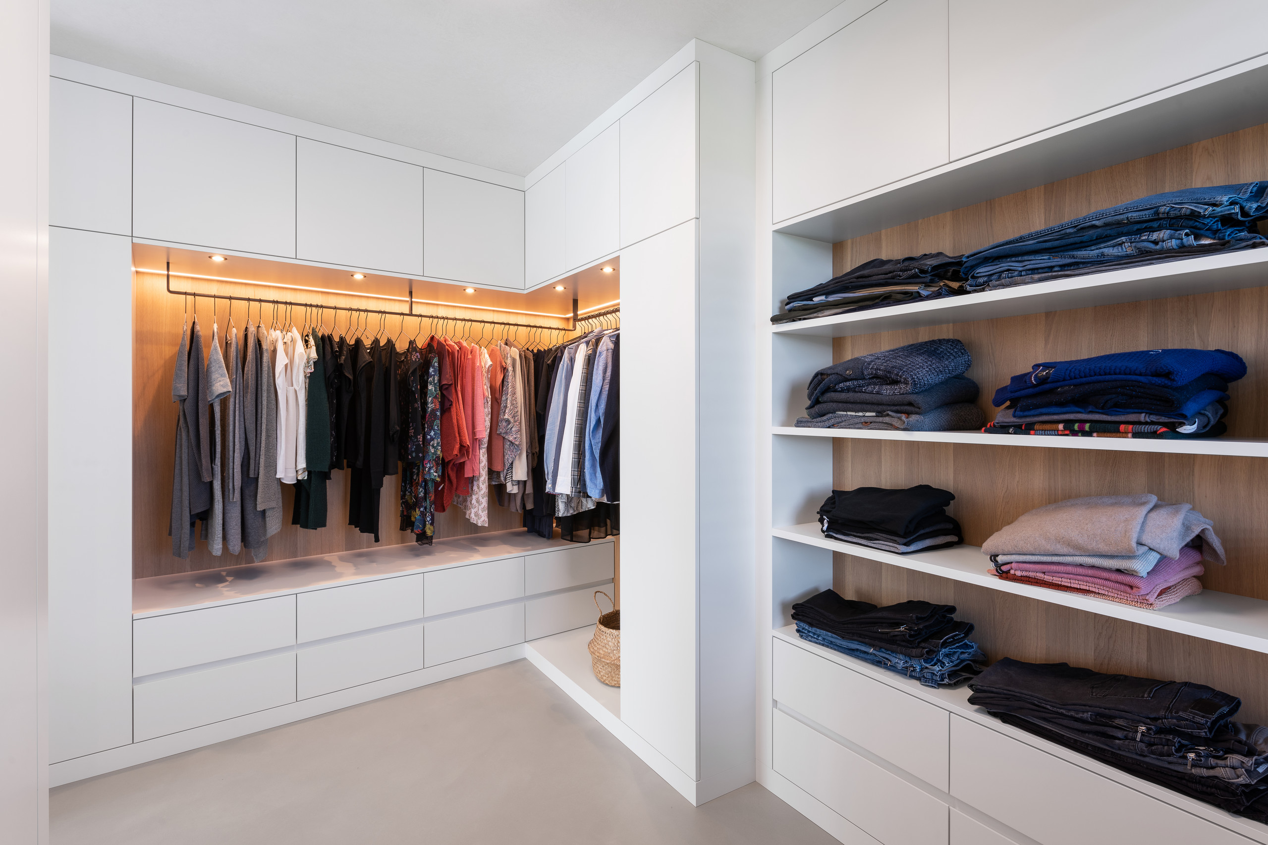 Ankleidezimmer Modern 75 Beautiful Concrete Floor Walk-in Closet Pictures & Ideas - May, 2021 | Houzz