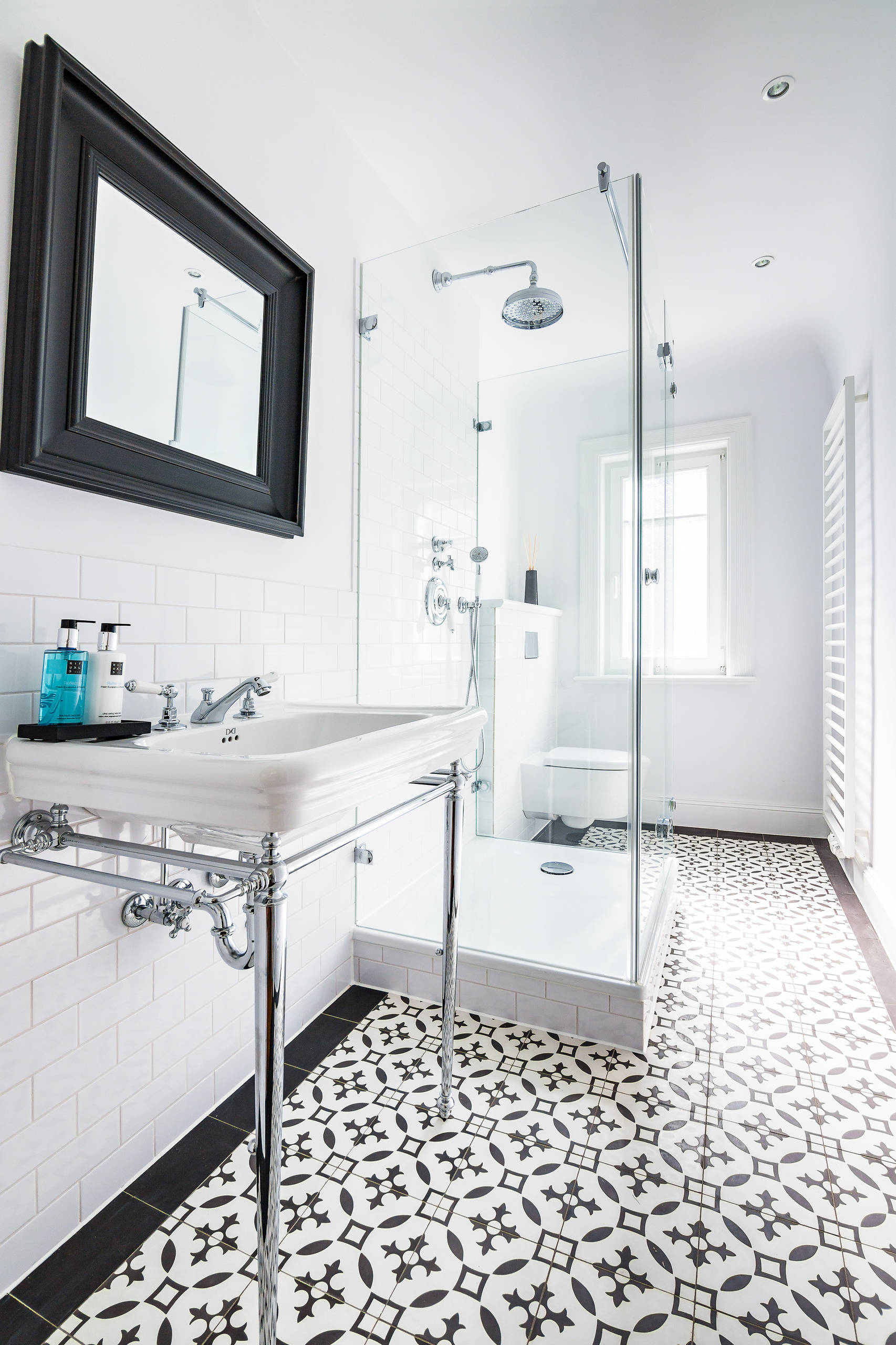75 Beautiful Subway Tile Bathroom With Stainless Steel Countertops Pictures Ideas January 2021 Houzz