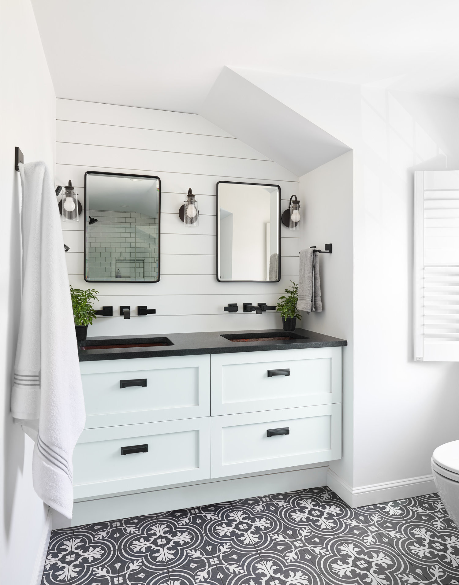 75 Beautiful Bathroom With Black Countertops Pictures Ideas January 2021 Houzz