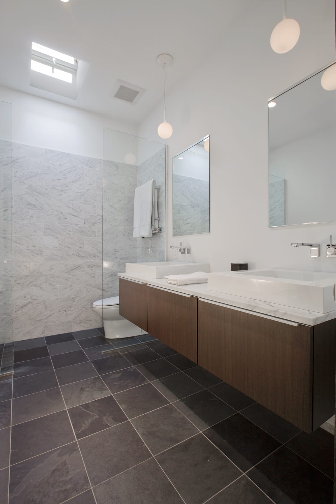 White Marble With Dark Slate Floor Bathroom Ideas Photos Houzz