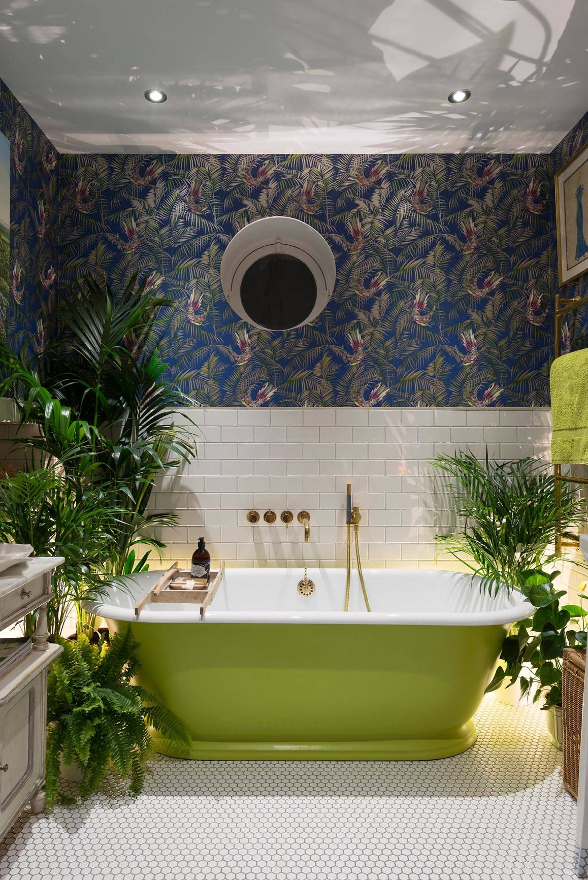 10 Unusual Ways To Decorate Your Bathroom Walls Houzz Uk