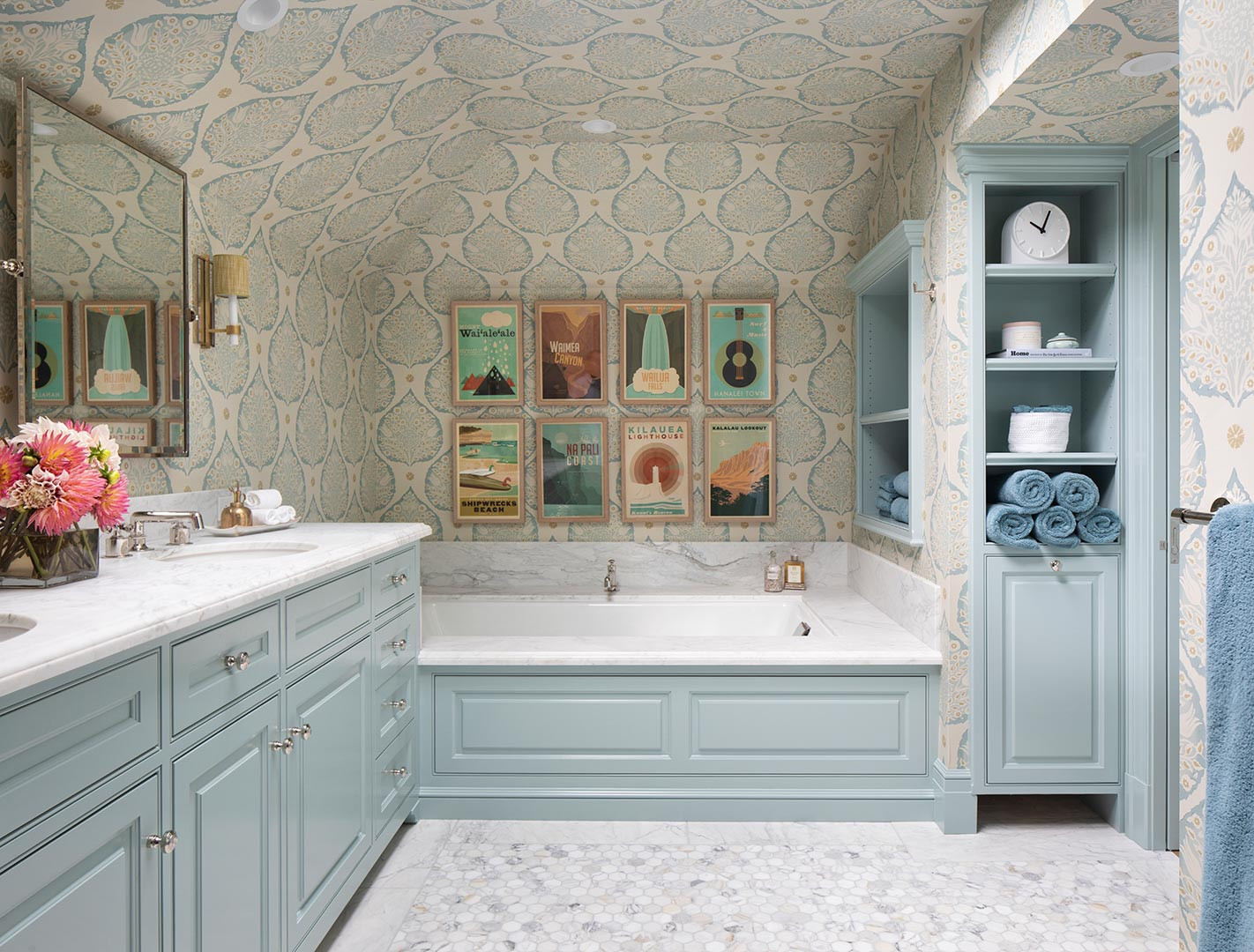 75 Beautiful Wallpaper Ceiling And Wallpaper Bathroom Pictures Ideas April 2021 Houzz
