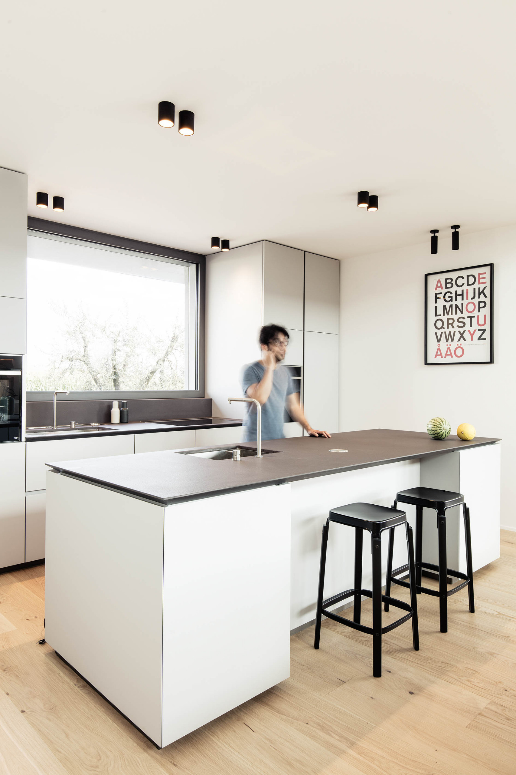 75 Beautiful Modern Kitchen With Black Countertops Pictures Ideas May 2021 Houzz