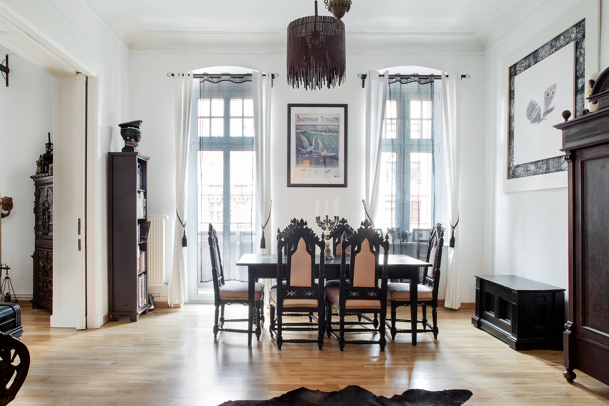 Dark White Apartment In Berlin Eklektisch Esszimmer Berlin Von Luca Girardini Photos Houzz