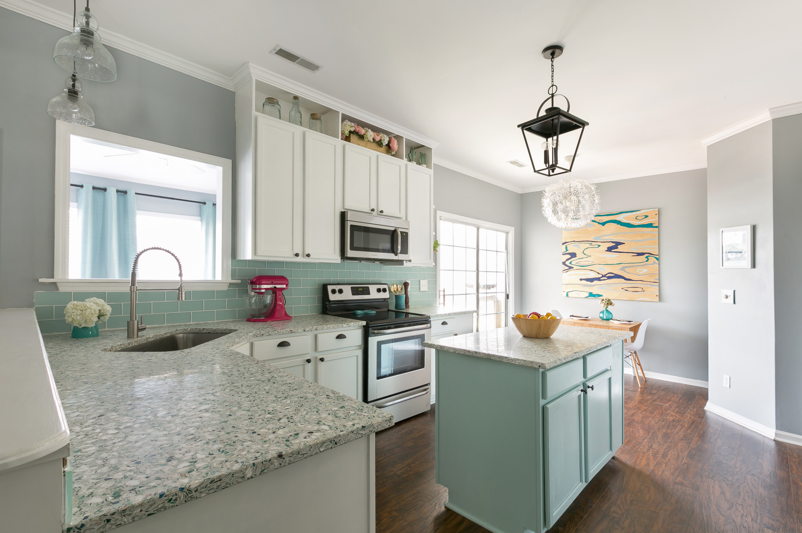 75 Beautiful Coastal Kitchen With Recycled Glass Countertops Pictures Ideas November 2020 Houzz