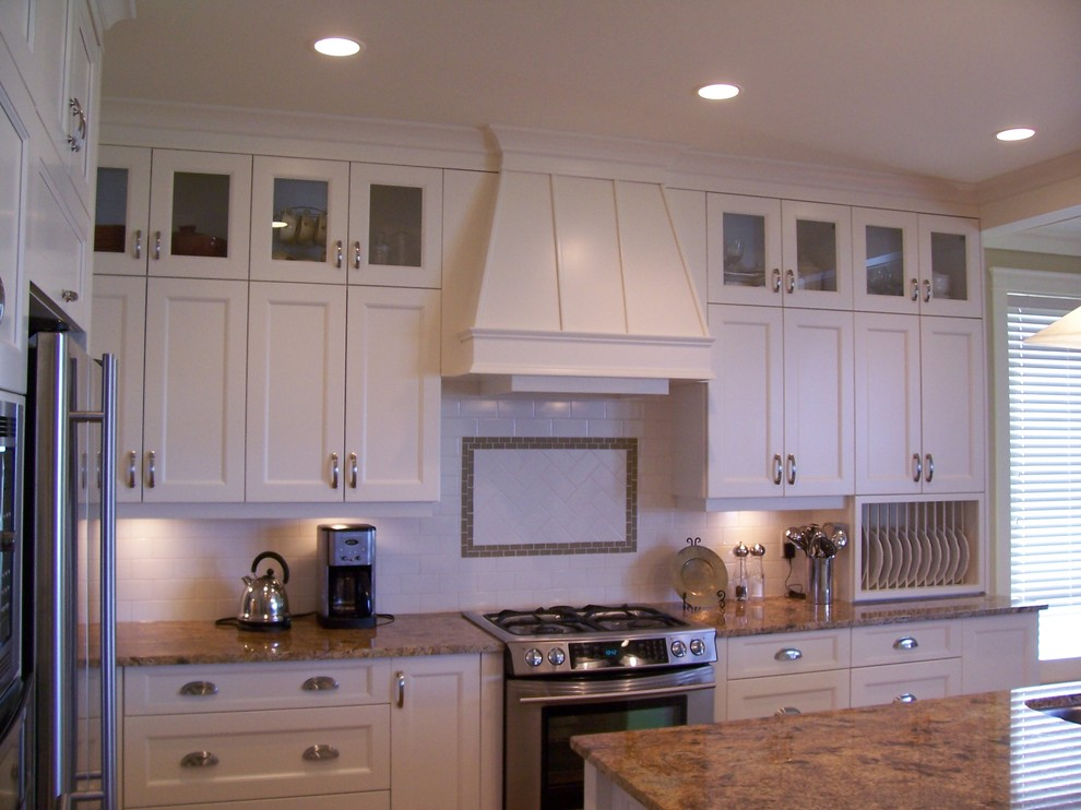 Highlands Custom Abbotsford Transitional Kitchen