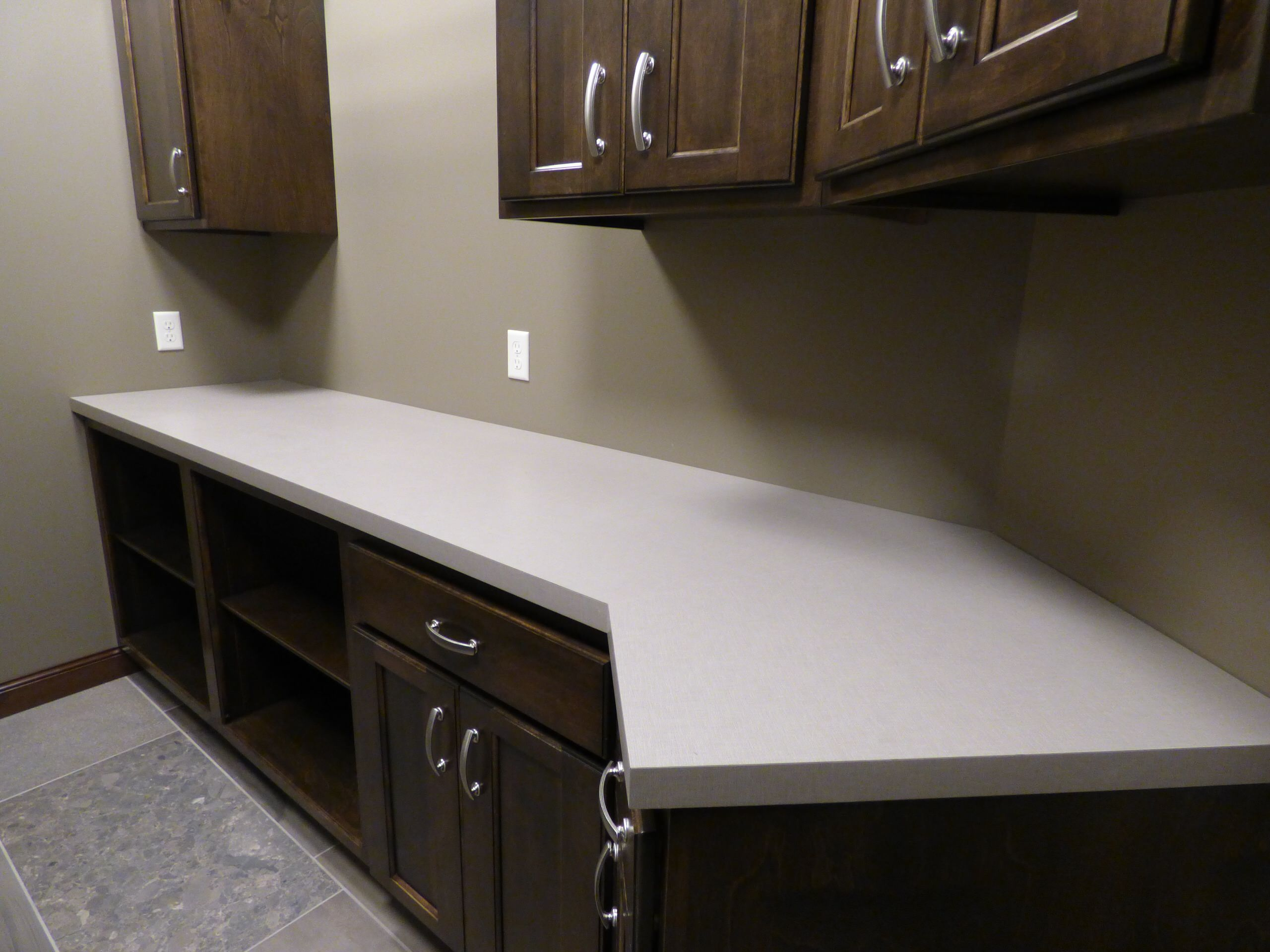 75 Beautiful Huge Laundry Room With Laminate Countertops Pictures Ideas January 2021 Houzz