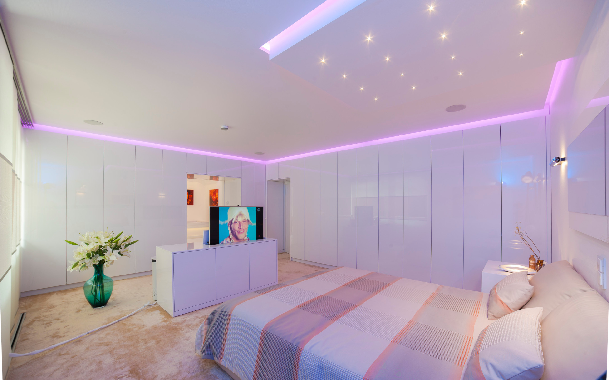 75 Beautiful Huge Purple Bedroom Pictures Ideas February 2021 Houzz