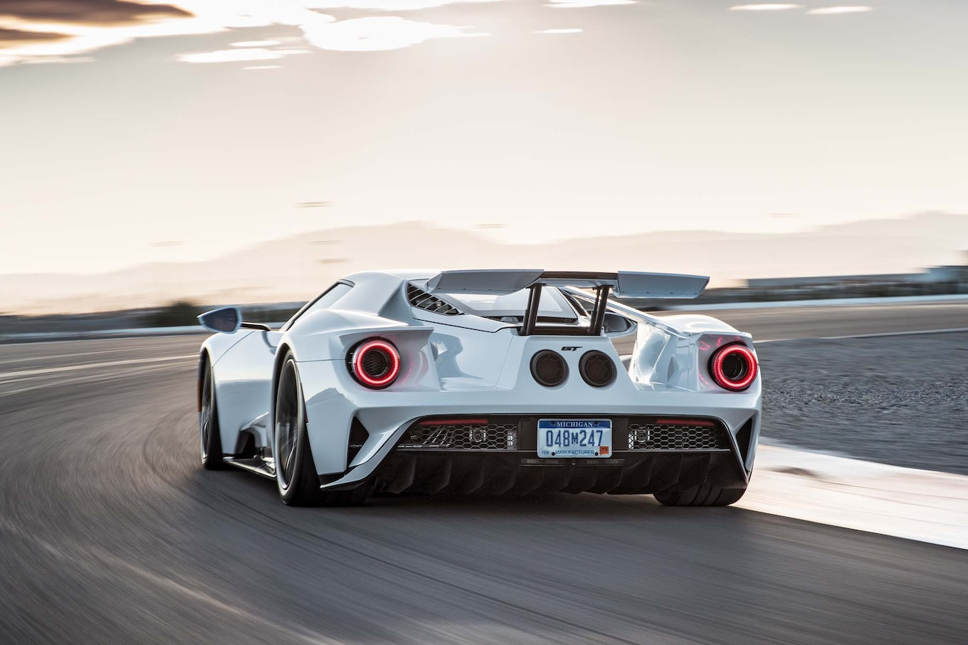 Mazda Race Car Wallpaper 2017 Ford Gt Epa Rated 11 18 Mpg City Highway Motor Trend