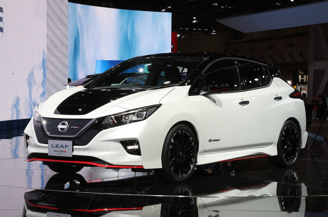How To Put A Wallpaper On Your Car Nissan Leaf Nismo Concept Breaks Cover In Tokyo Motor Trend