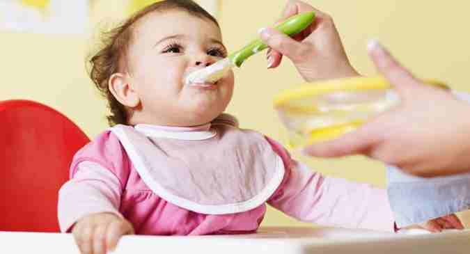 Weaning A Baby Off Formula Should You Give Your Baby A Spoon Or The Bottle During