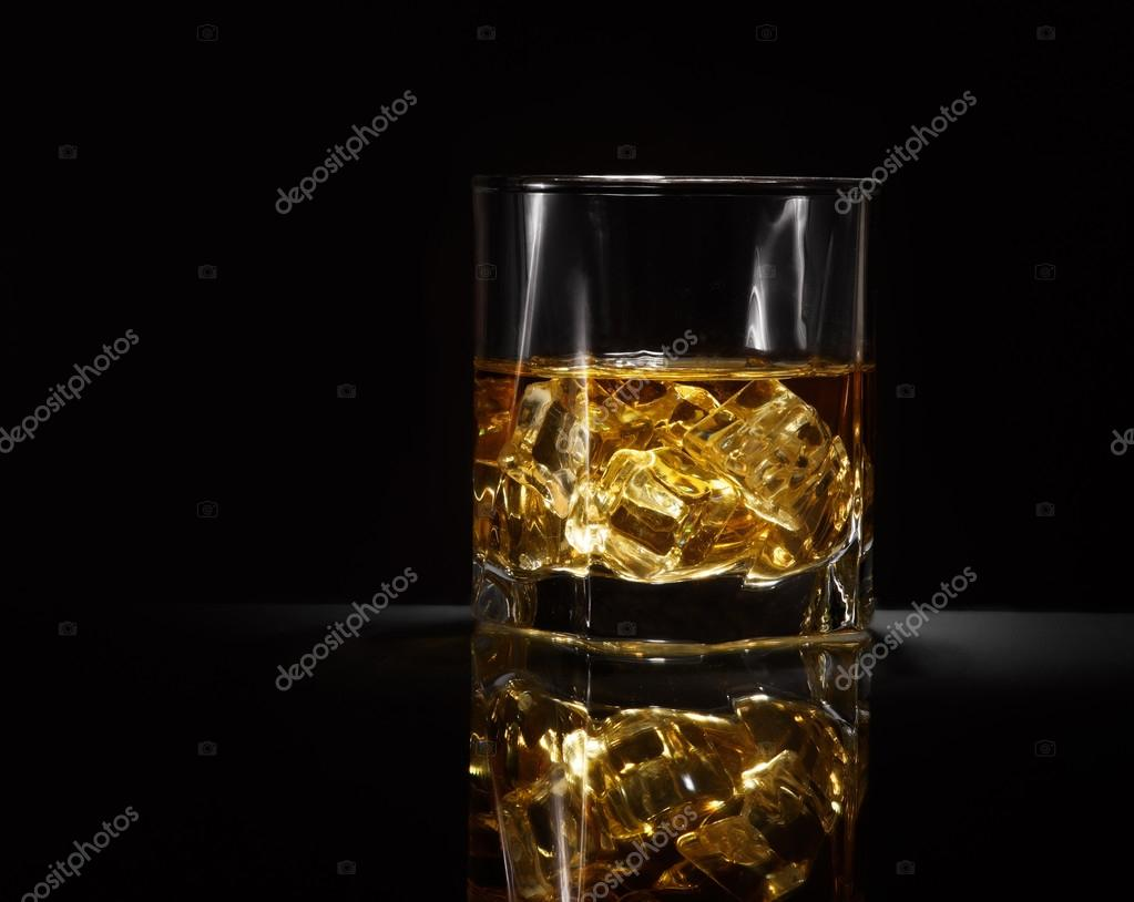 Verre De Whisky Luxe Nature Morte Du Verre De Whisky Photographie Chetty 81208052