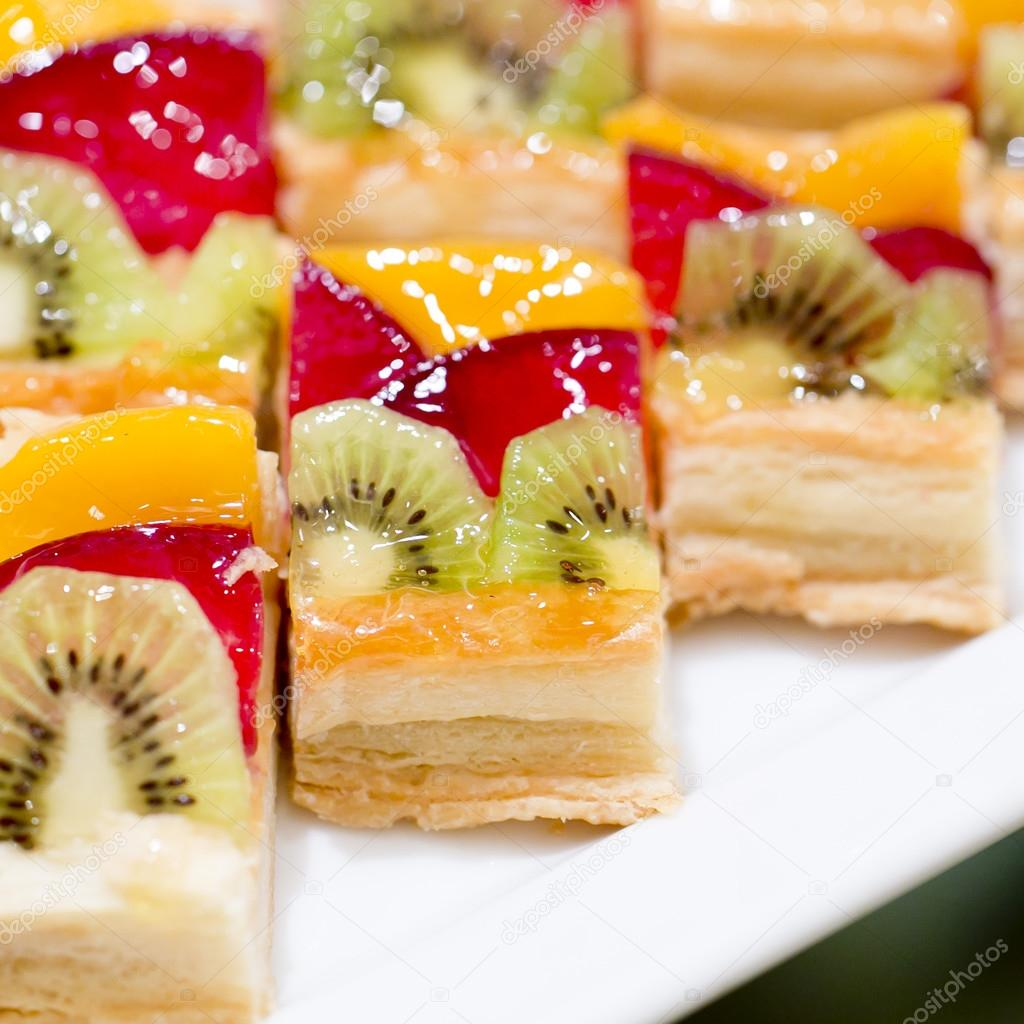 Hapjes Met Fruit Hapjes Dessert En Fruit Cocktail Stockfoto Art9858 65333669