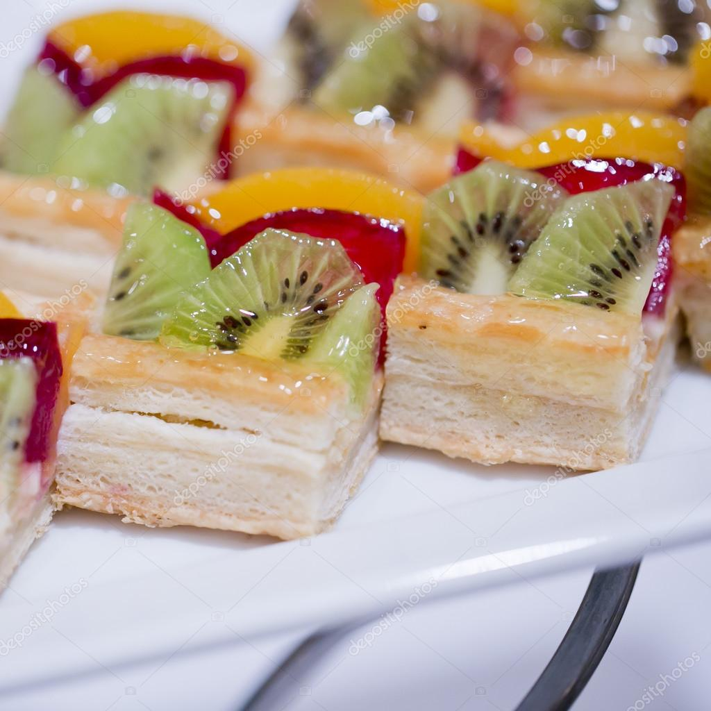 Hapjes Met Fruit Hapjes Dessert En Fruit Cocktail Stockfoto Art9858 65334701