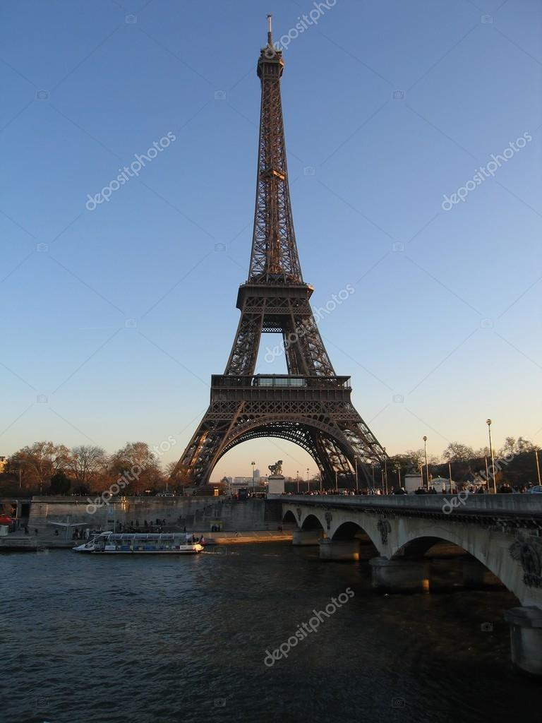 Photo Stock Paris Eiffel Tower Early Morning In Paris Stock Photo Woldemor 66