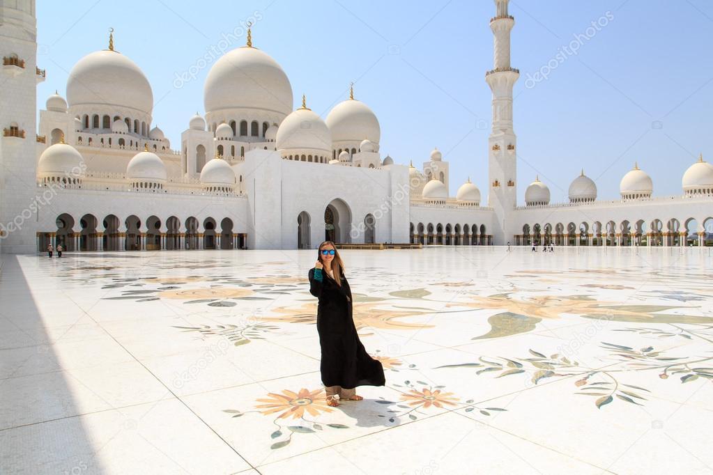 Dubai Beautiful Girl Wallpaper Beautiful Girl In Sheikh Zayed Mosque Stock Photo