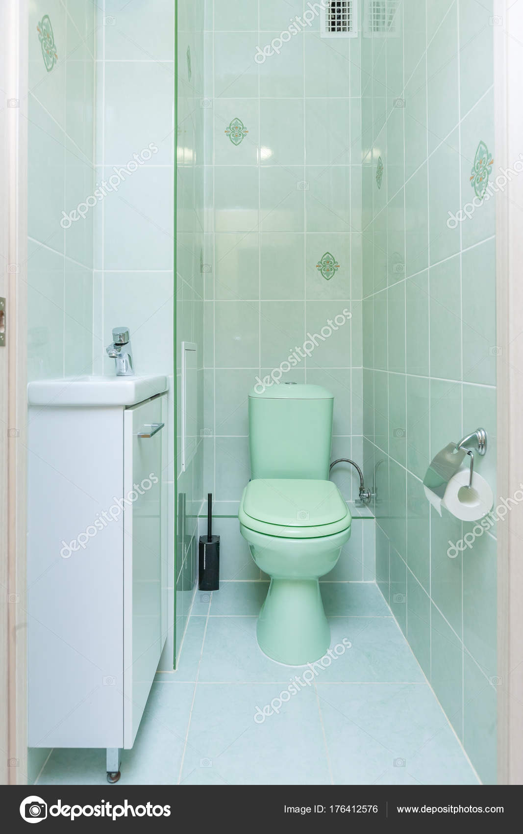 Tegel Wc Toilet Met Wc Stockfoto Olgasweet 176412576