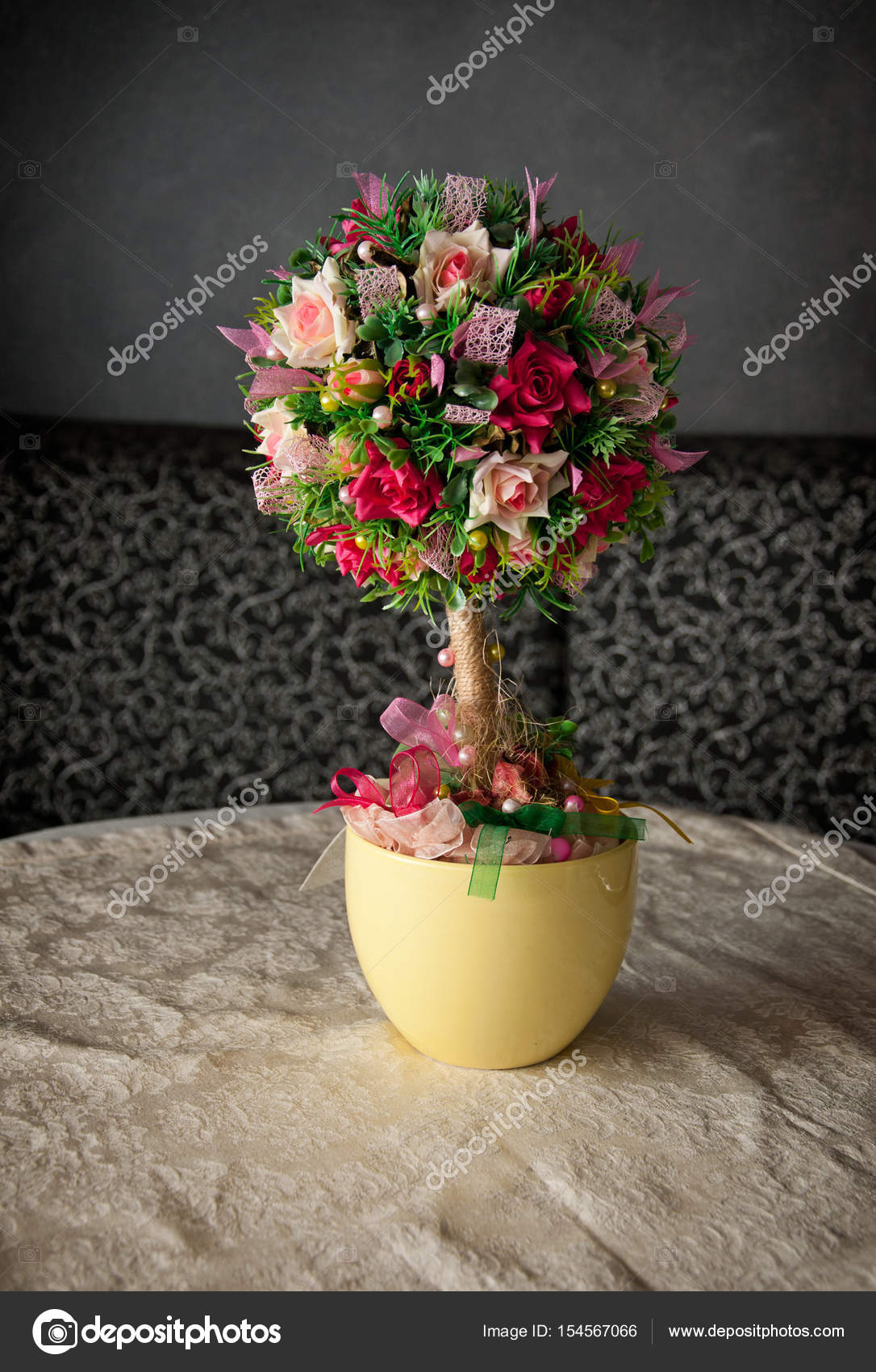 Gerani Artificiali Bouquet Di Fiori Artificiali Foto Stock Nataly0288dp 154567066