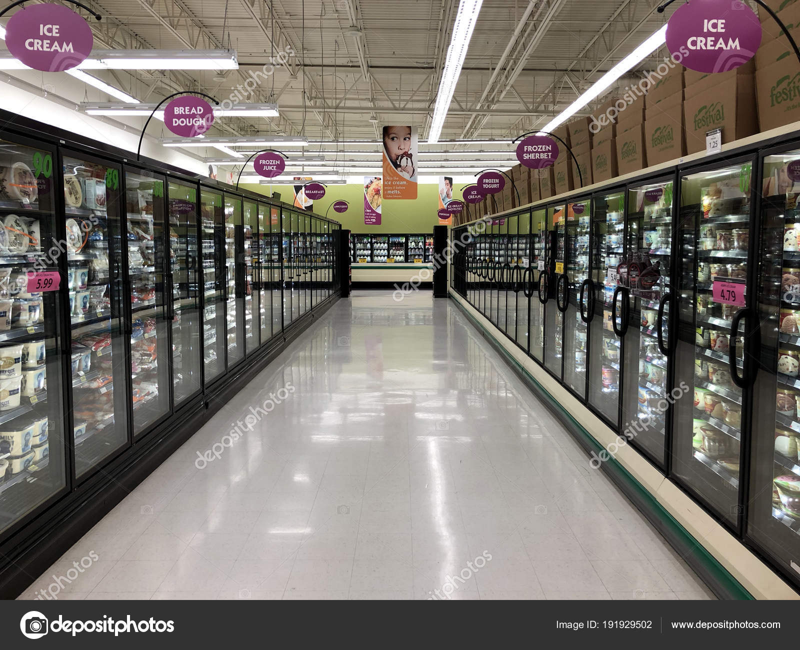 Store En Stock Cooler Aisle In A Grocery Store Stock Editorial Photo