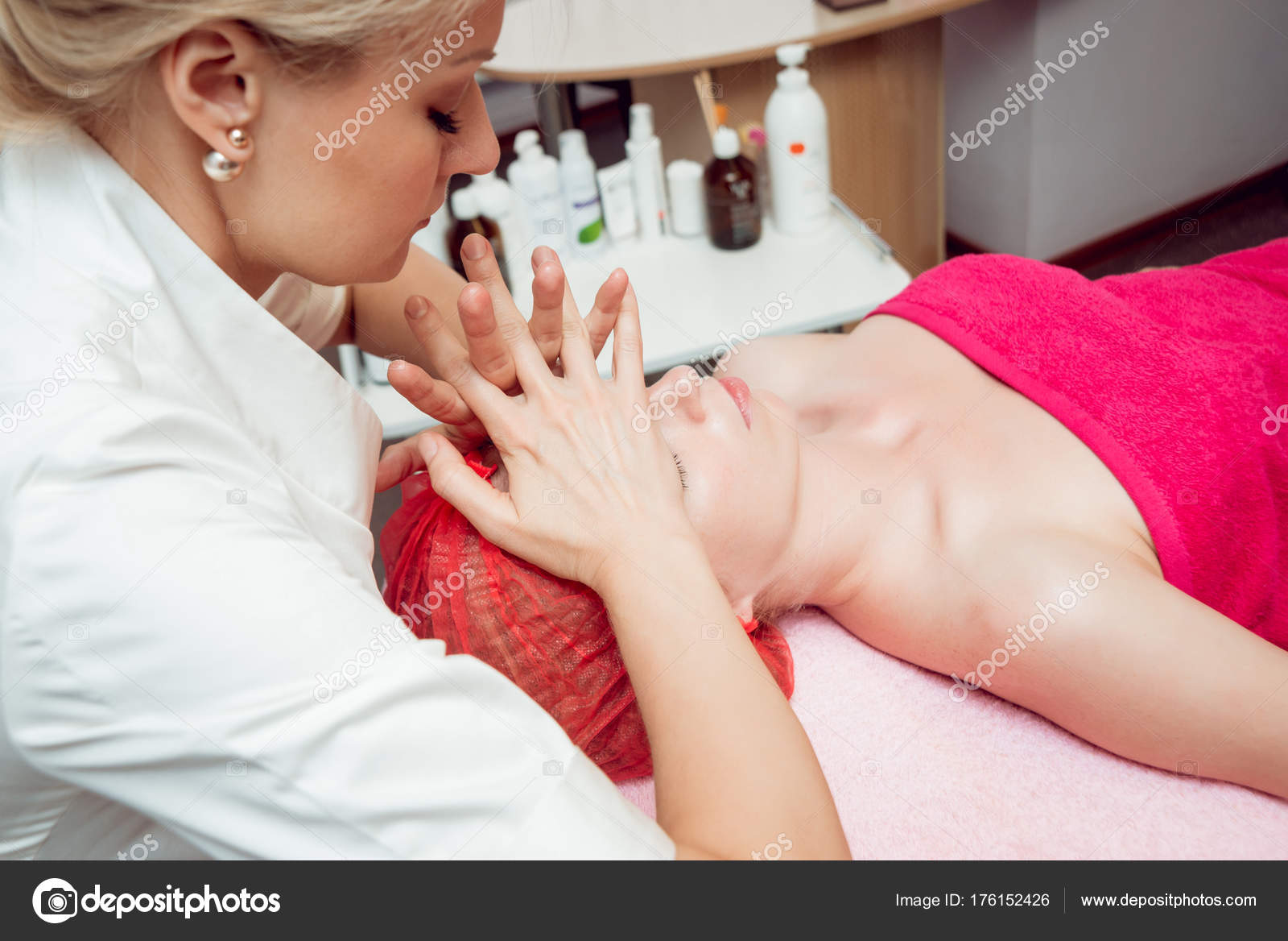 Where Can I Get Full Body Massage Full Body Massage Therapy Stock Photo Romaset 176152426