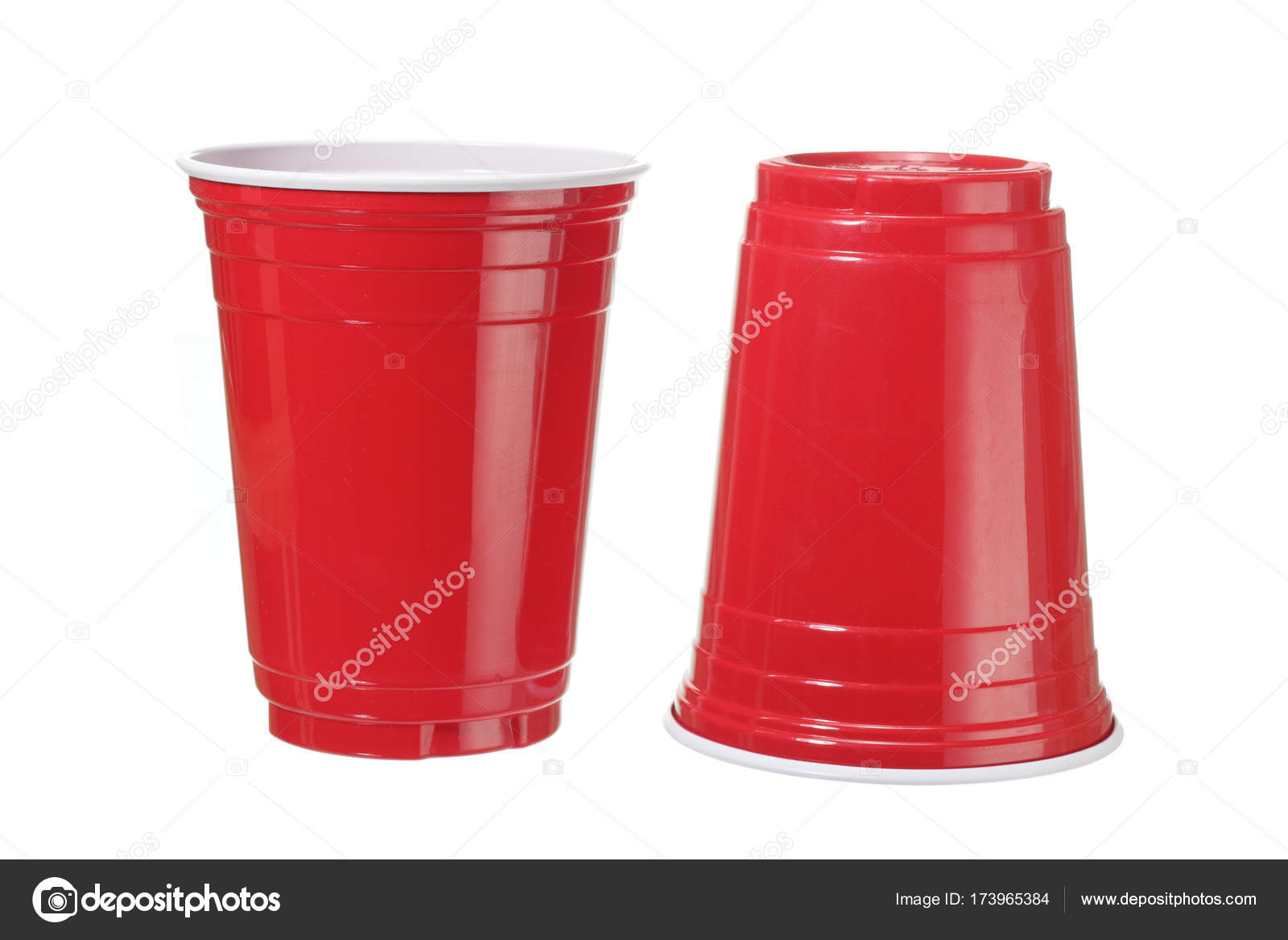 Rote Plastikbecher Rote Plastikbecher Stockfoto Newlight 173965384