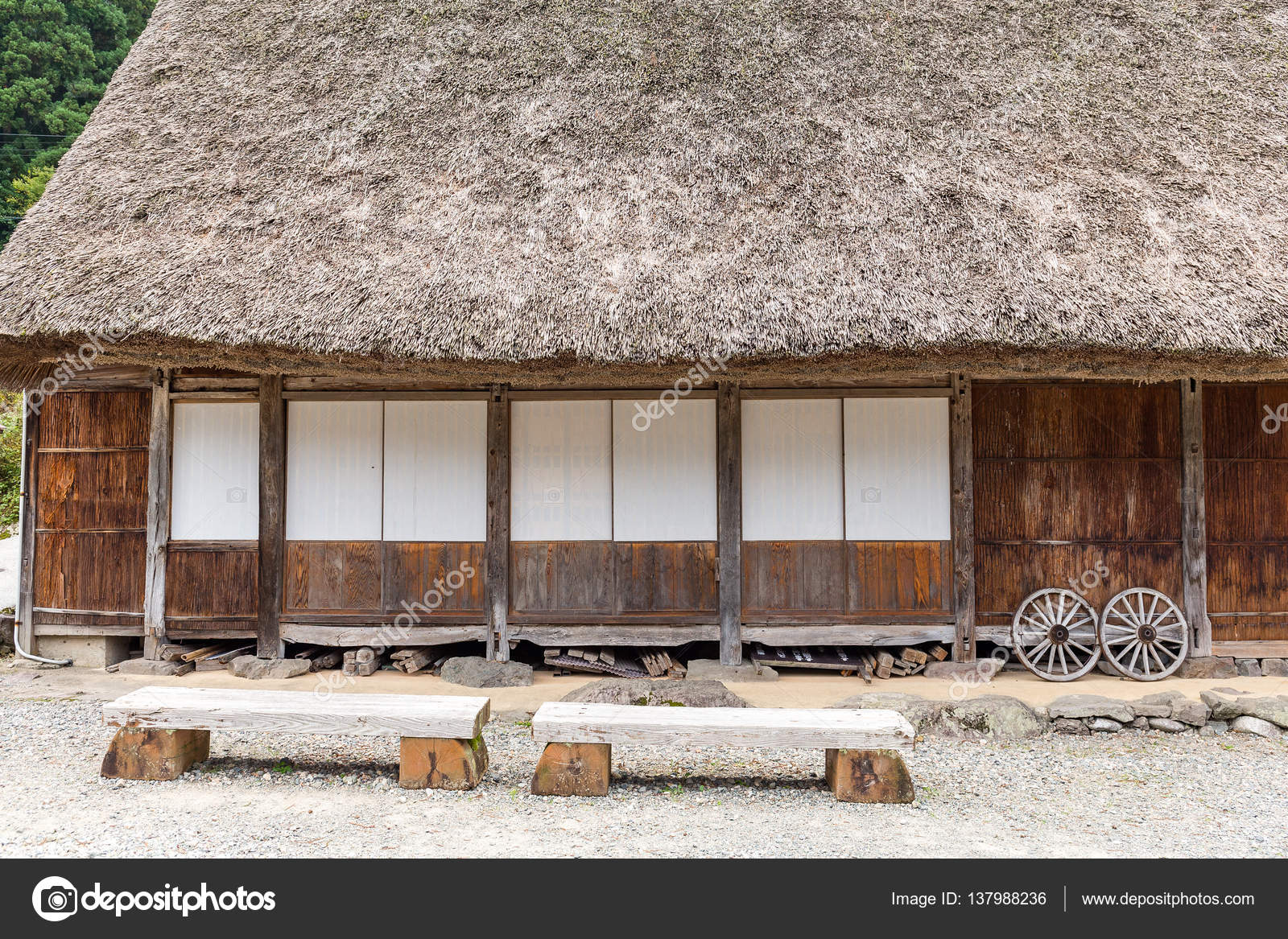 Traditionelles Haus In Japan Kaufen Altes Traditionelles Haus In Japan Stockfoto Leungchopan