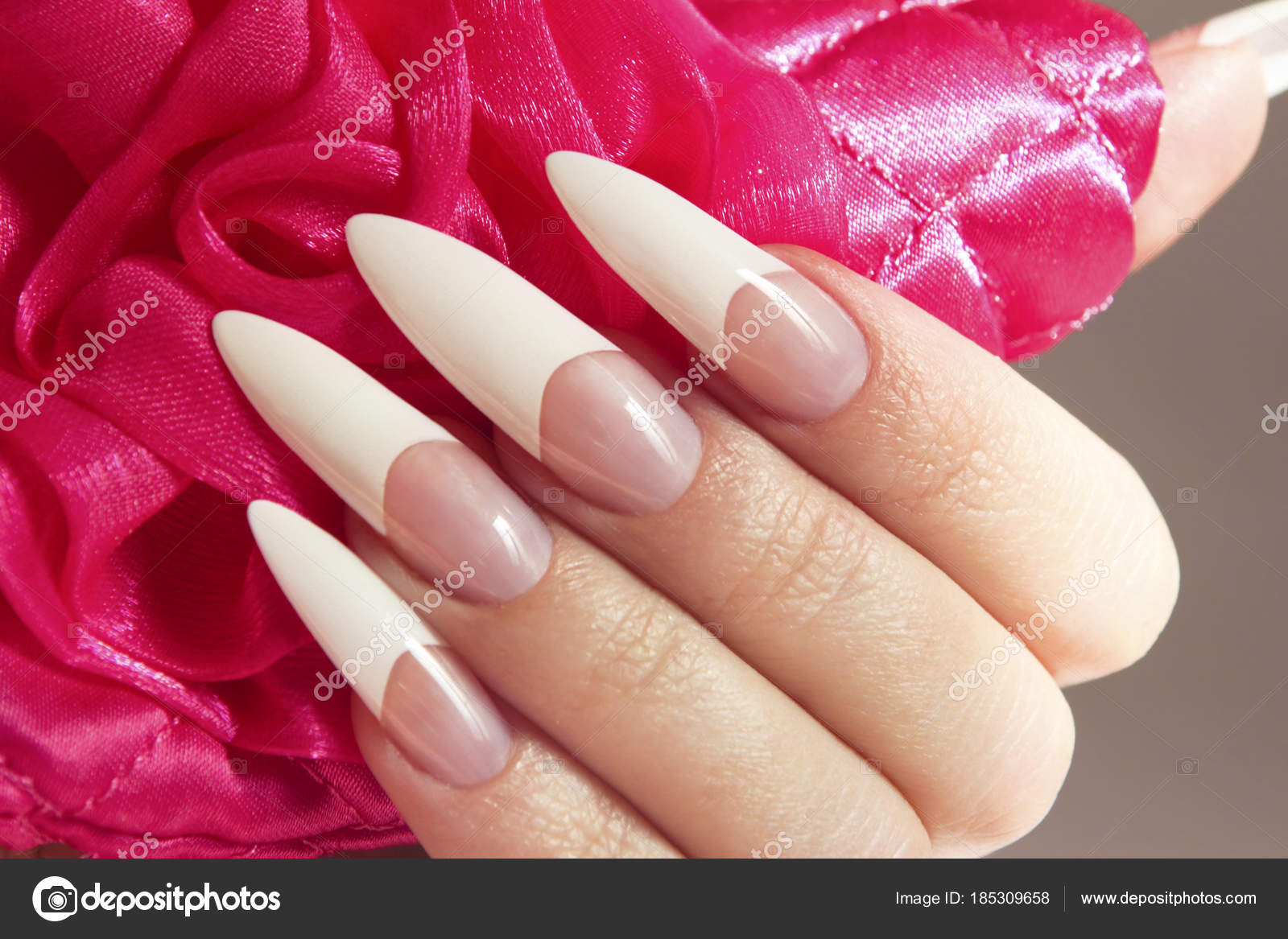Weißes Nageldesign Nagel Bilder French