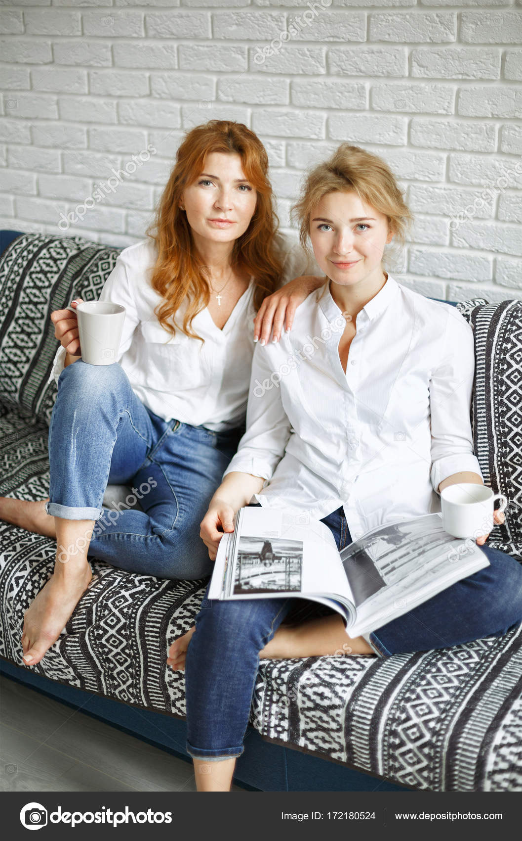 Couch Magazin Stylish Mom And Daughter Are Sitting On The Couch With A Magazin