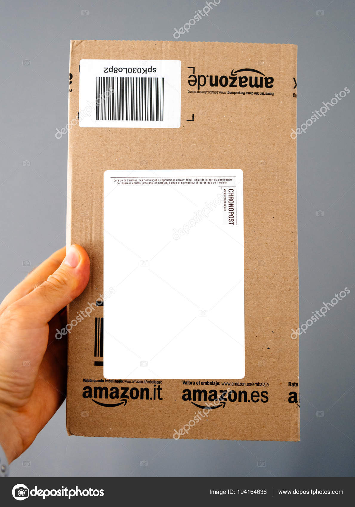 Amazon Usa Livraison France Man Holding Amazon Parcel Box Stock Editorial Photo Ifeelstock