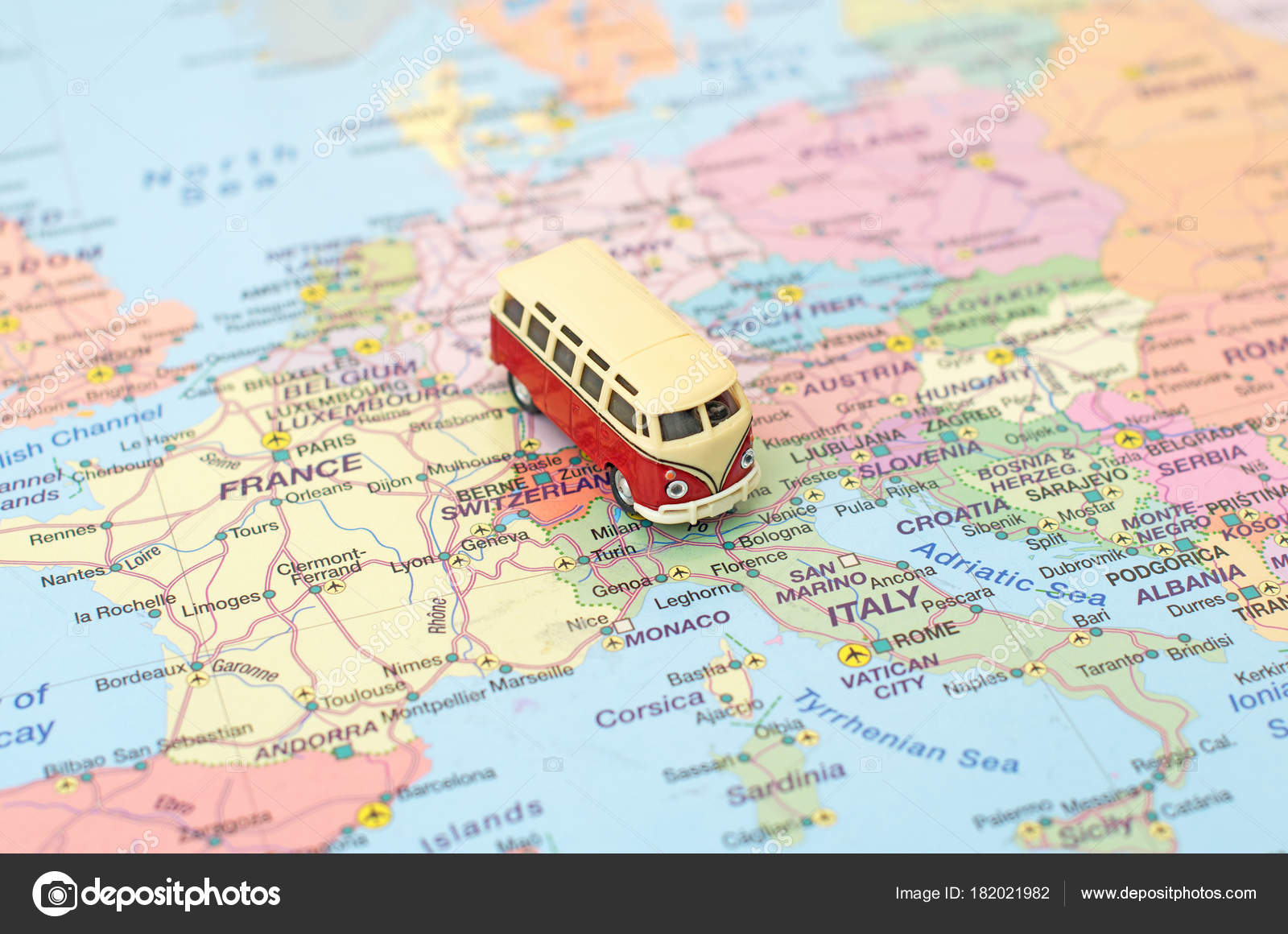 Bus Clermont Ferrand Bordeaux Concept Of Europe Car Trip Car Is On The Map In Italy Stock