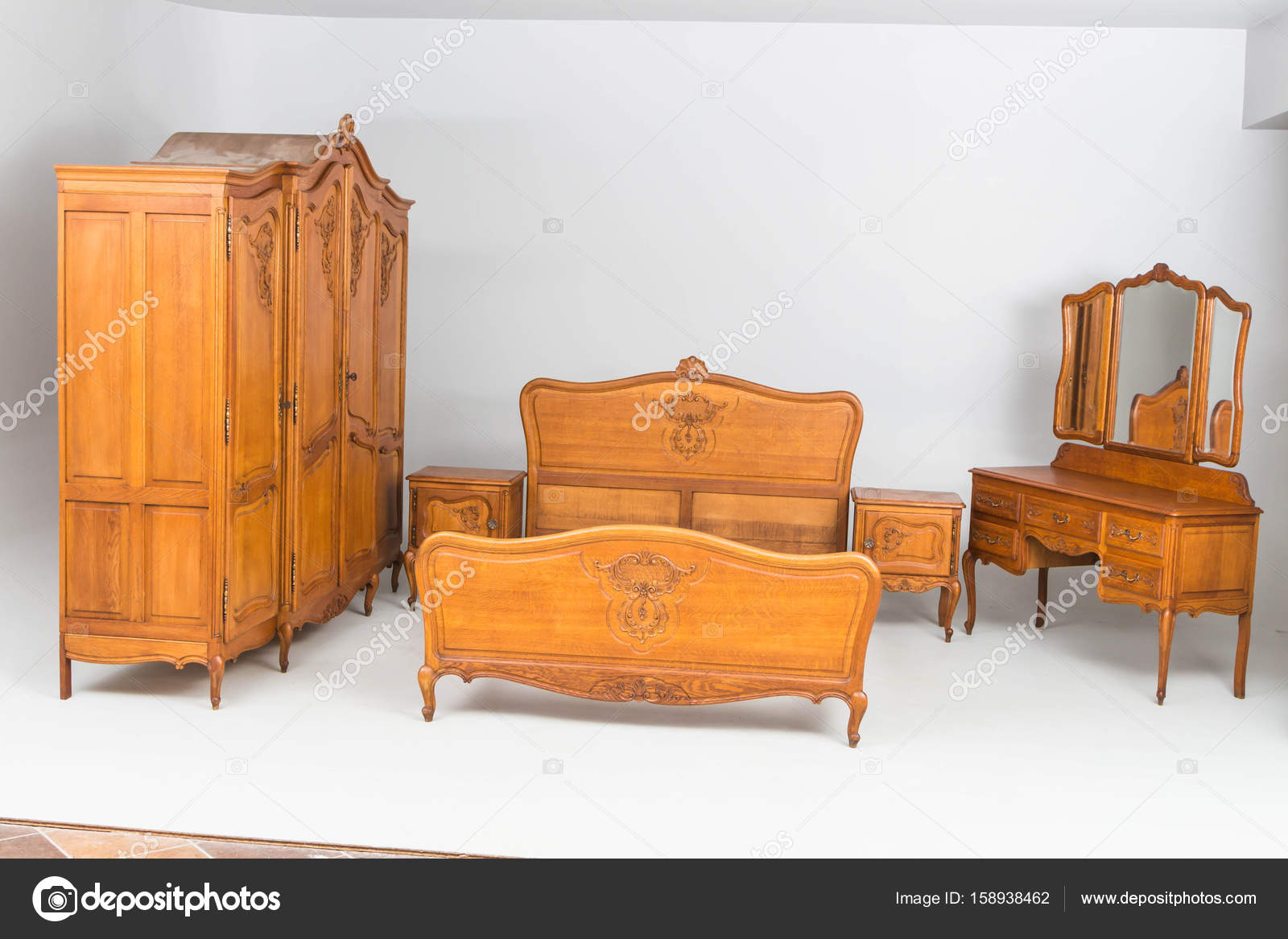 Commodes Anciennes Bois Antique Commodes Photographie Jbgroup 158938462