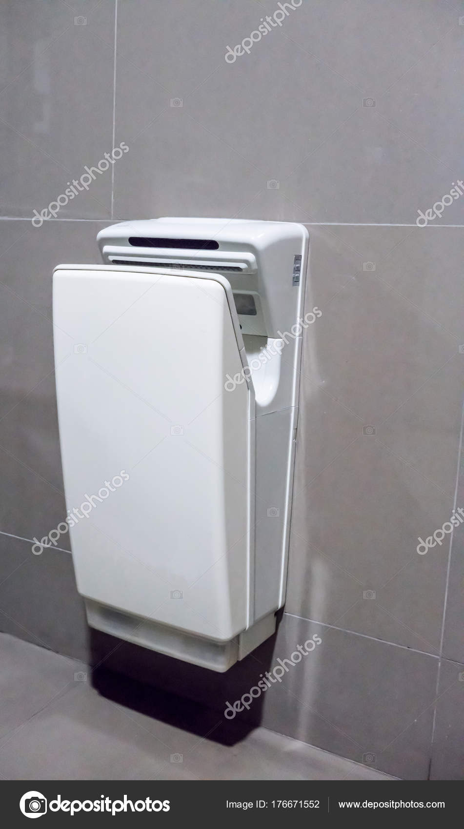 Händetrockner World Dryer Modern Vertical Hand Dryer In Public Restroom Stock Photo V74