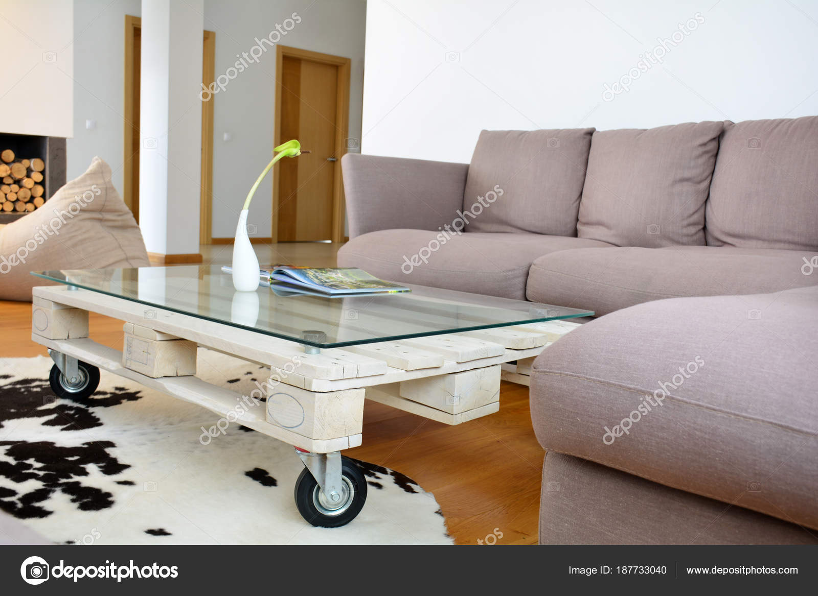 Table Basse Salon Moderne Table Basse Palette Dans Le Salon Moderne Photographie