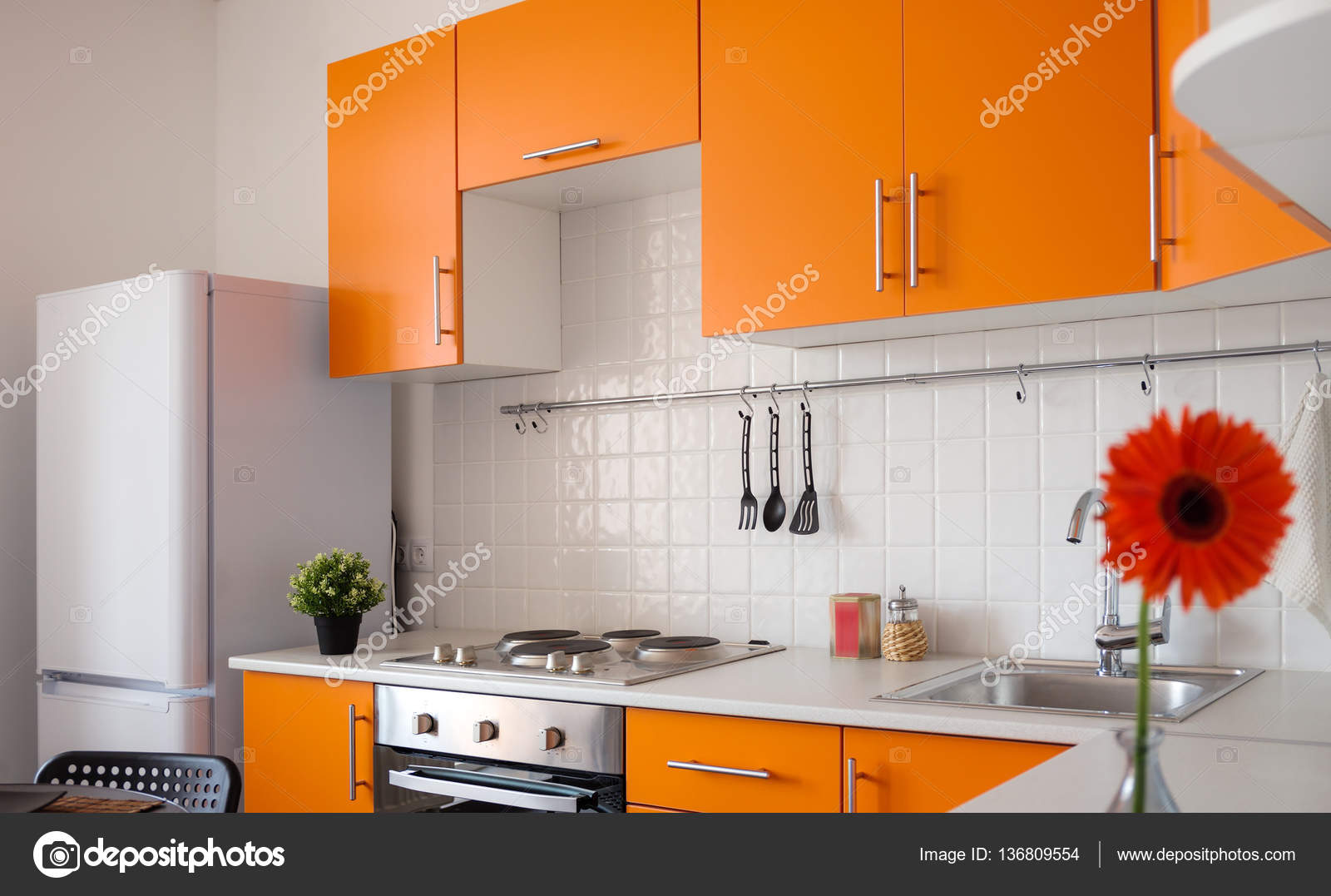 Orange Küche Moderne Orange Küche Stockfoto Wastesoul 136809554