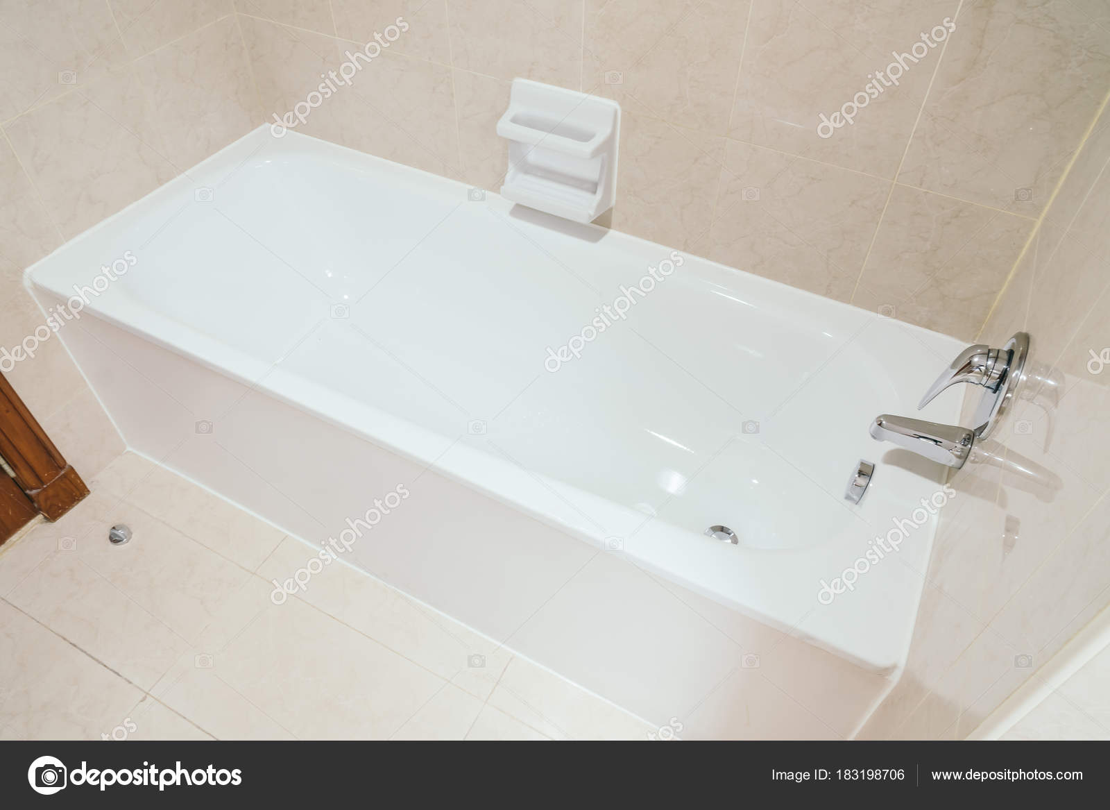 Badkamer decoratie gietvloer badkamer hotelkamer goud golden