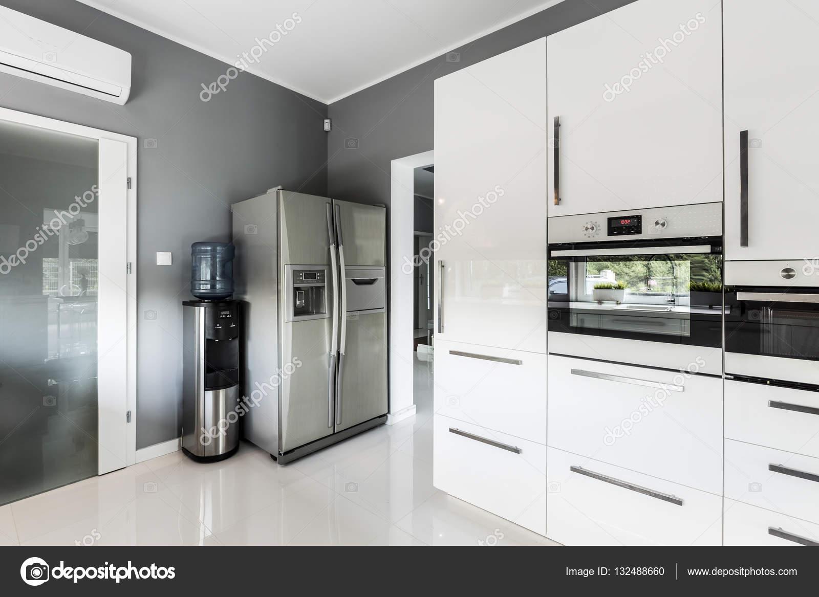 Amerikanischer Kühlschrank Küche : Offene küche mit side by side kühlschrank kleine küche side by