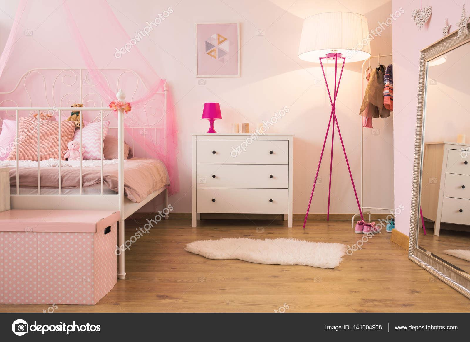 Lampe Schlafzimmer Rosa Rosa Kind Schlafzimmer Mit Lampe Stockfoto Photographee