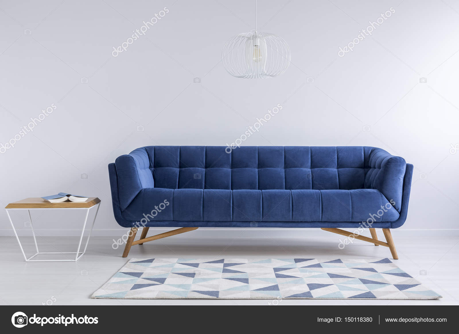 Die Blaue Couch Bequeme Blaue Couch Stockfoto Photographee Eu 150118380