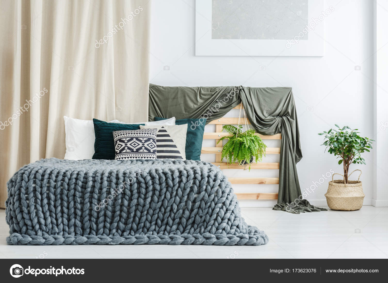 Bed Deken Grey Brei Deken Op Bed Stockfoto Photographee Eu 173623076
