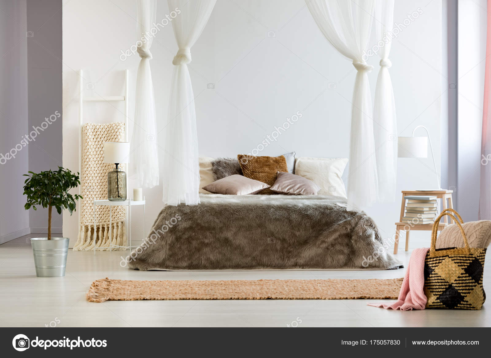 Bed Deken Slaapkamer Met Groot Bed Deken Stockfoto Photographee Eu