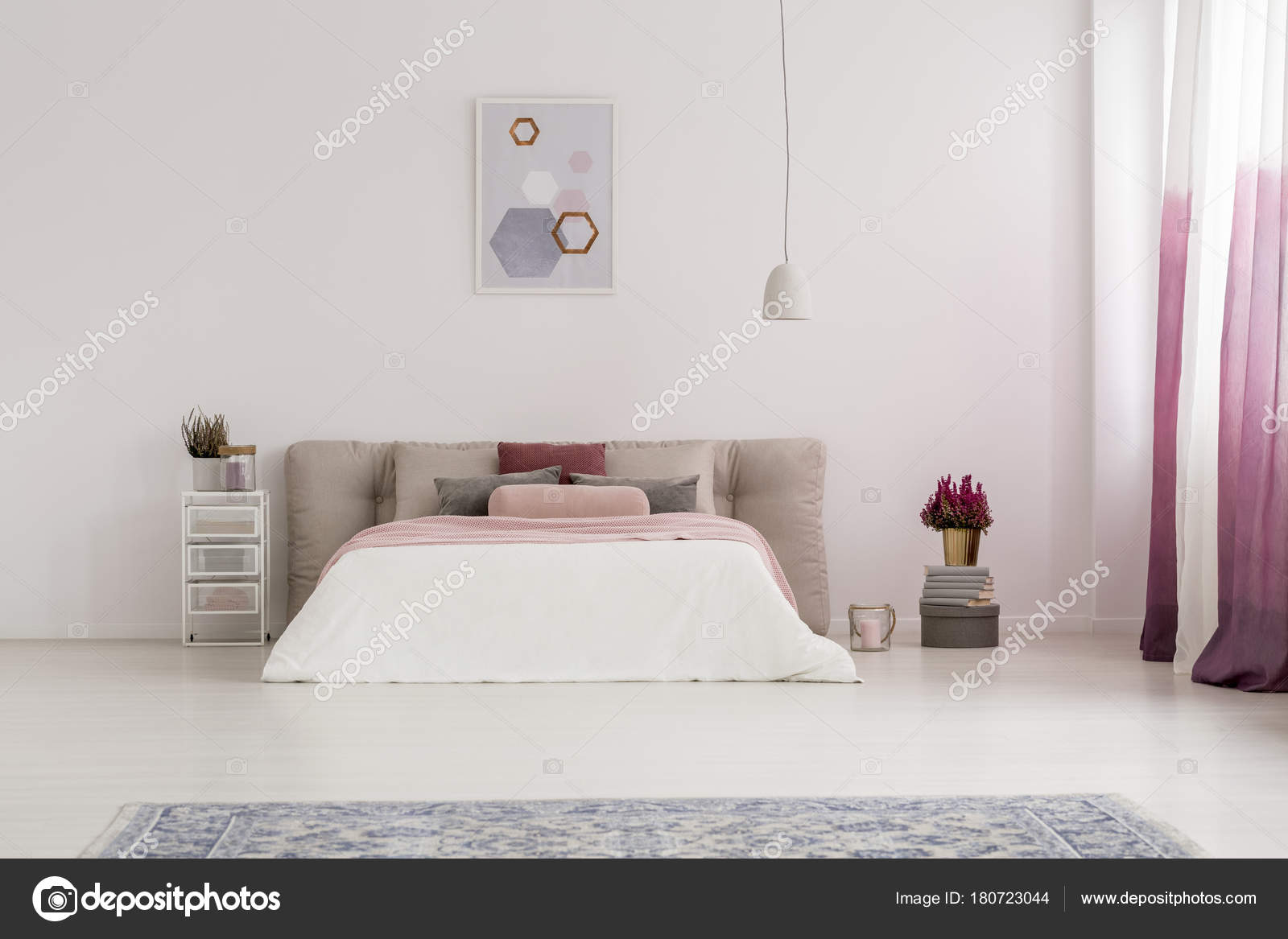 Lamp Boven Bed Witte Lamp Boven Bed Stockfoto Photographee Eu 180723044