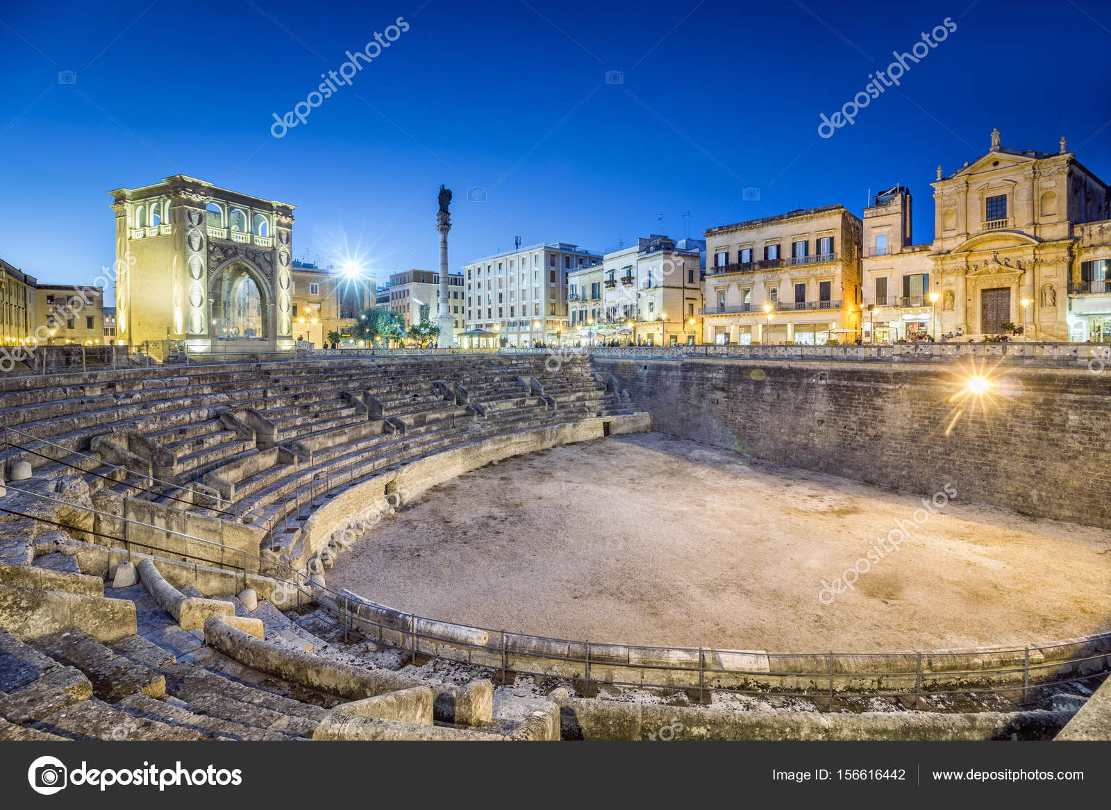 Wat Is Een Amfitheater Oude Amfitheater In Lecce Italië Stockfoto Eunikas 156616442