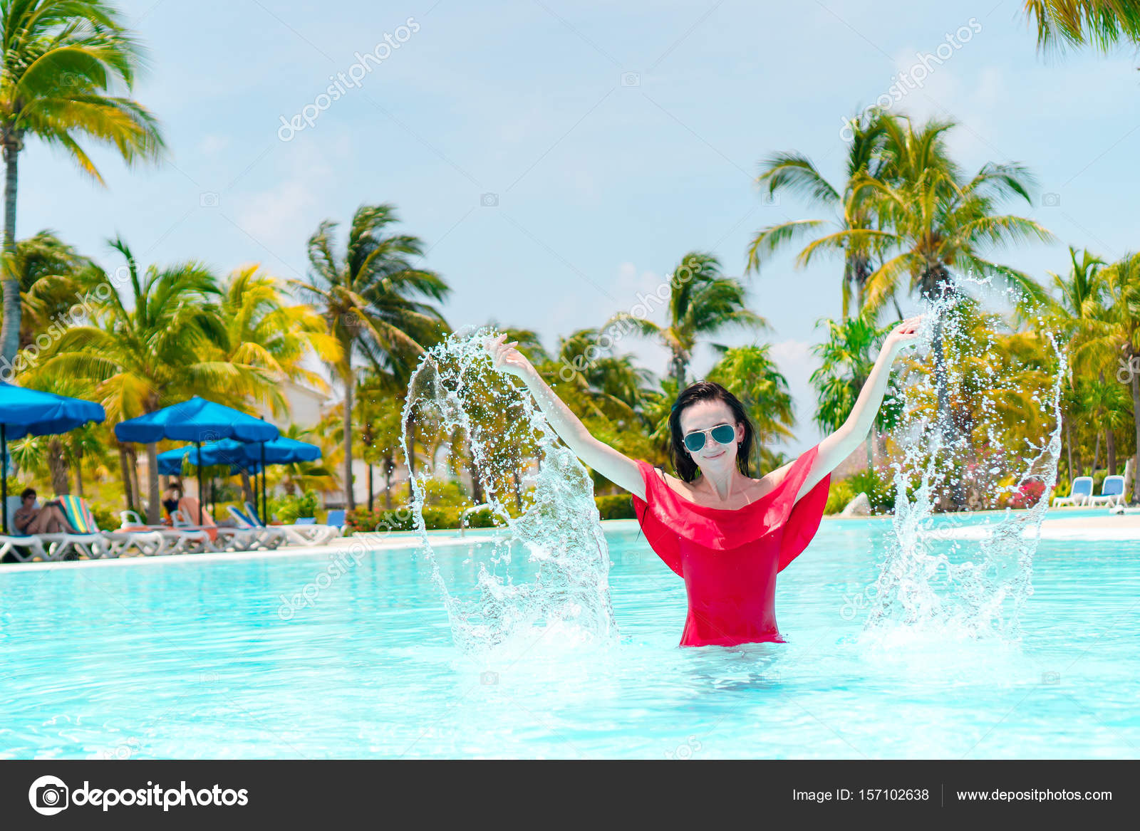 Luxus Outdoor Pool Beautiful Young Woman Relaxing In Swimming Pool Happy Girl