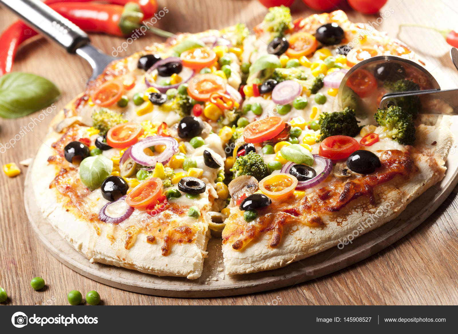 Vegetarische Pizza Hausgemachte Vegetarische Pizza Stockfoto Gkrphoto 145908527