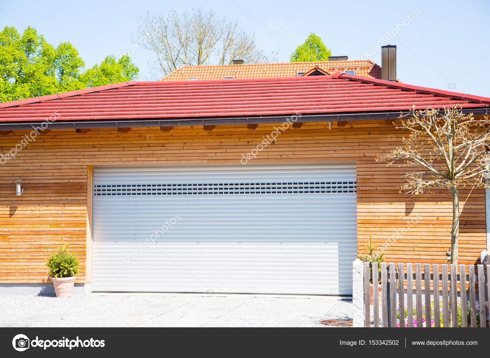 Holzvertäfelung Garage Modern Garage White Wooden Cladding Stock Photo Munich1