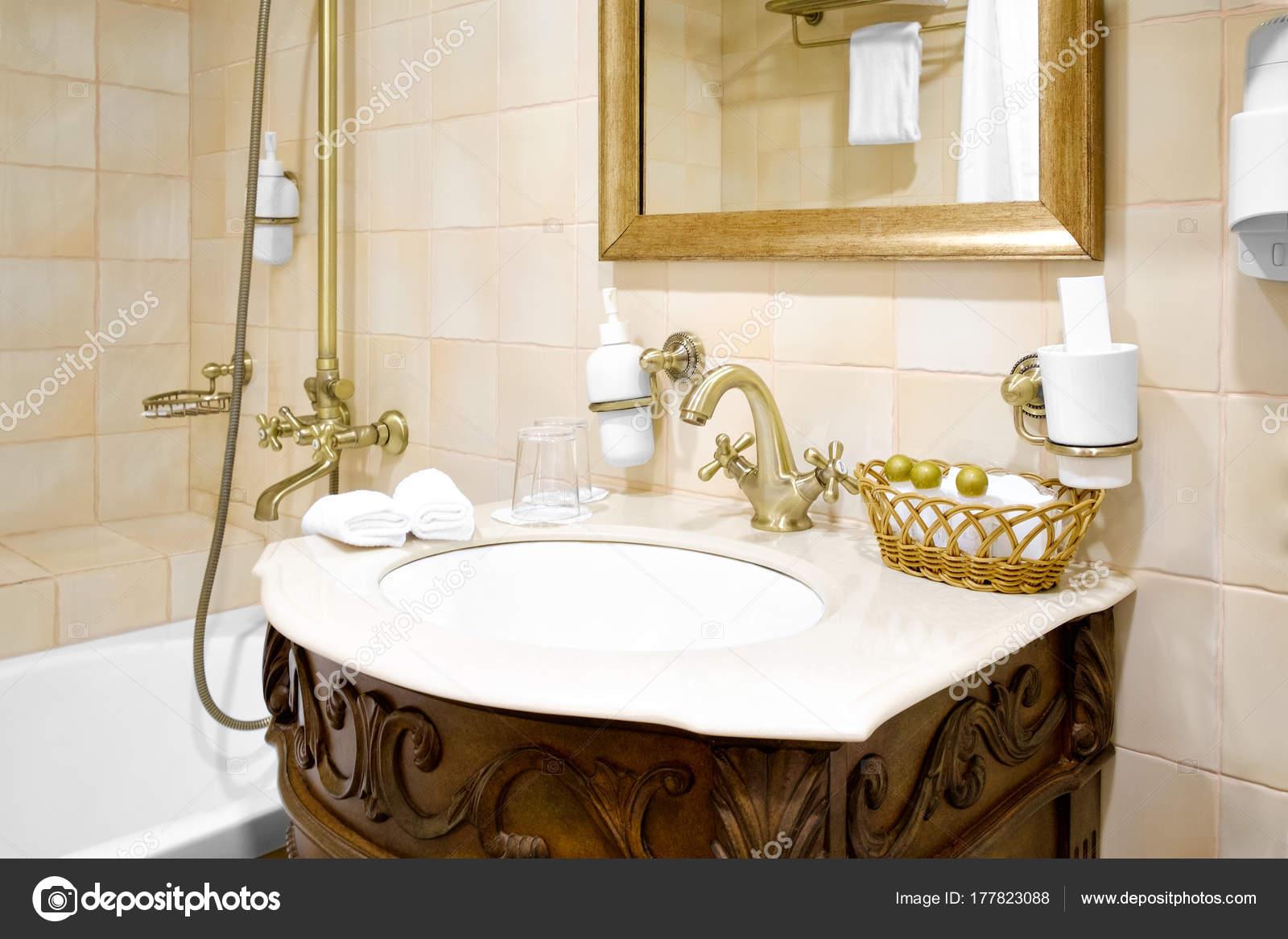 Retro Wandtegels Badkamer : Badkamerverlichting retro douche retro 432071 colonne de douche
